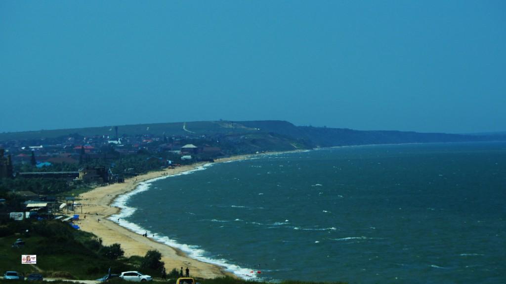 на подъезде к переправе в Крым открывается такой вид на Азовское море