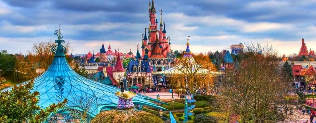 Туры в Детский парк развлечений Диснейленд в Париже Вы дождались отпуска и думаете, куда бы отправится? Мы вам поможем в этом. Если вы весёлая и позитивная натура, любящая жизнь, то отдых в Диснейленде это выбор для Вас!